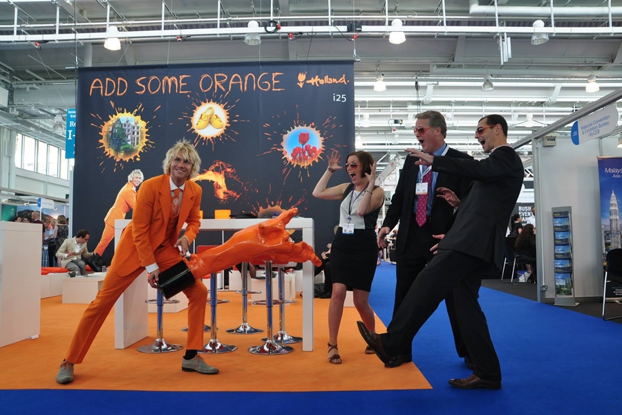 Mr Holland Add Some Orange campagne