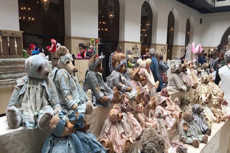internationale poppen en beren beurs