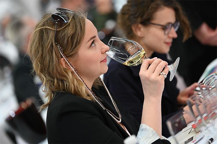 Bezoeker op Vinexpo 2019 | © Philippe Labeguerie, Jean-Bernard Nadeau, Joanna Margan