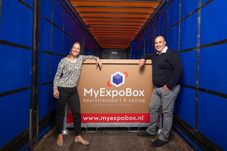 Broer en zus Pieter en Franci Heeren omarmen de MyExpoBox, als praktische oplossing voor het vervoer en de opslag van 'klein' beursmateriaal.