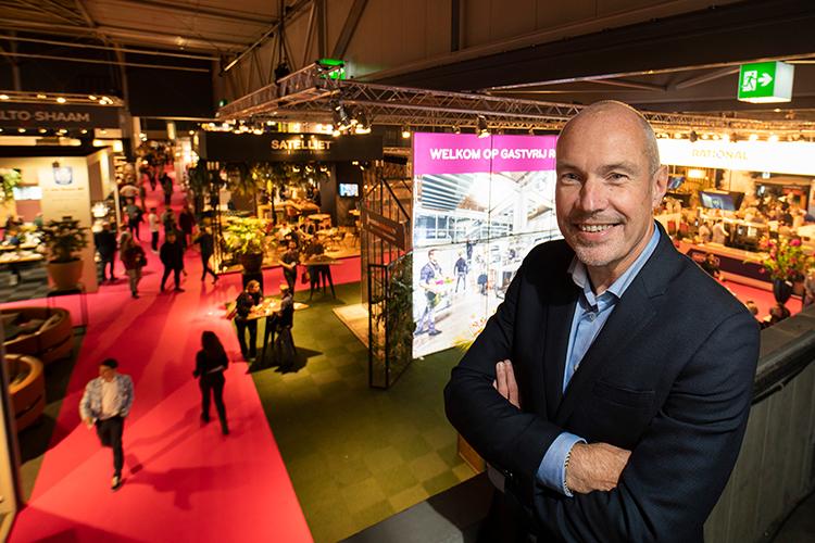 Gert-Jan van den Nieuwenhoff overziet de beursvloer van Gastvrij Rotterdam