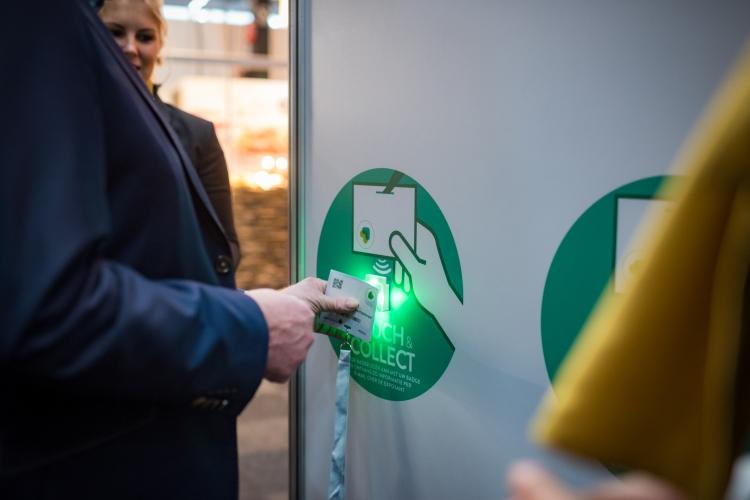 Digitale beurstas met smartbadge technologie op TrendZ