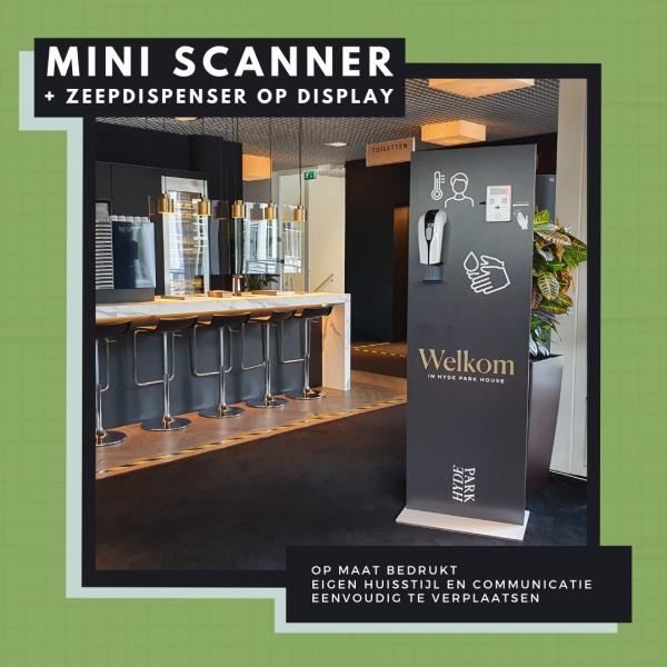 Display met koortsscanner en zeepdispenser