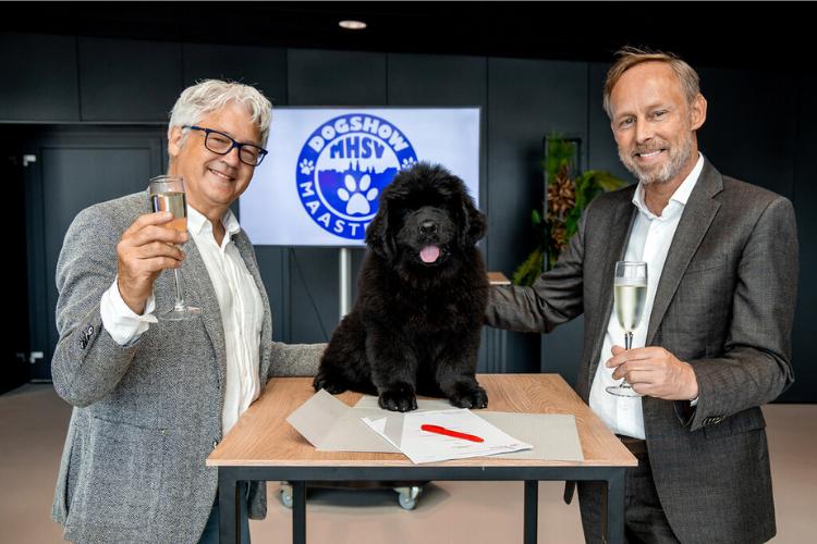 John Wauben - bestuurslid Maastrichtse Honden Sport Vereniging, Nilac, 11 weken oude Newfoundlander puppy, Frank Mimpen - Commercial Director MECC Maastricht